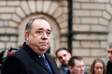 Entinen Skotlannin pääministeri Alex Salmond saapui häirintätapauksensa oikeuskäsittelyyn Edinburgh'ssa 8. tammikuuta.