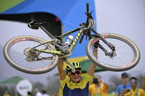 Jenny Rissveds voitti Ruotsin toisen olympiakullan Riossa. Hän oli ykkönen maastopyöräilyssä.