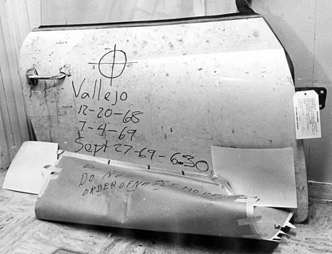 Murhaaja kirjoitti tussilla viestin syksyllä 1969 surmaamansa opiskelijan Bryan Hartnellin auton oveen.