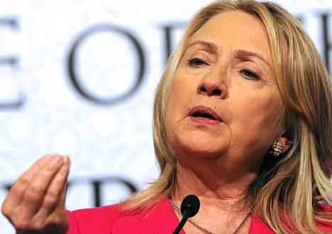 Yhdysvaltain ulkoministeri Hillary Clinton yrittää saada Venäjän uskomaan, että Syyrian tilanne heikkenee ja maan sisällissota kiihtyy.