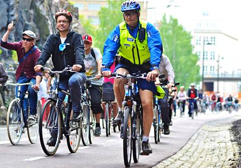 Pekka Sauri pyöräili Baanaa pitkin sen avauduttua Helsinki-päivänä tiistaina. Kuva on lukijan ottama.