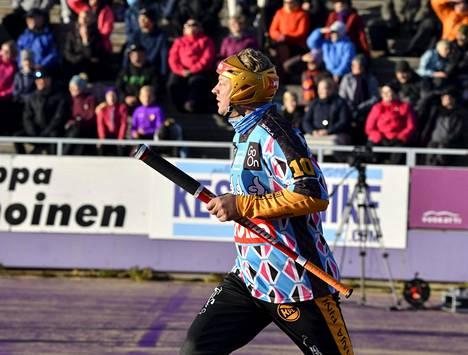 Kouvolan Jere Dahlström löi viisi juoksua miesten Superpesiksen ensimmäisessä loppuottelussa.