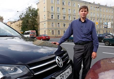 Volkswagenilla ajava pietarilainen Anatoli Maljarov ei maanantaina uskonut, että autojen tuonti Venäjälle kielletään.