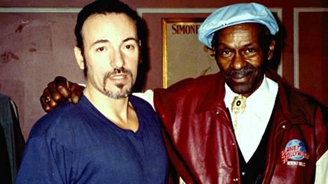Bruce Springsteen on yksi Chuck Berryn (oik.) muistelijoista.