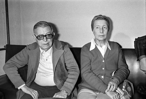 Jean-Paul Sartre ja Simone de Beauvoir kuvattuna Pariisissa 1960-luvulla.