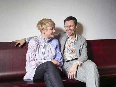 Anu Igonin ja Jaakko Veijolan mukaan parfymööreillä oli hankaluuksia ymmärtää, että suomalaiset ovat sekä melankolinen että maailman onnellisin kansa.