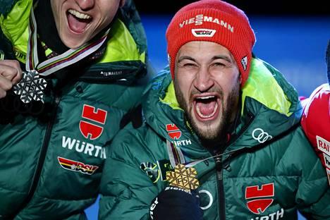 Markus Eisenbichler (oik.) juhli suurmäen kultaa. Toinen saksalainen Karl Geigerin vei MM-hopean.