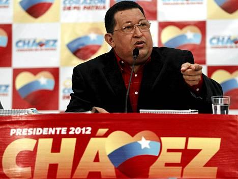 Venezuelan pitkäaikainen president Hugo Chavez mainosti vaalikampanjaansa Caracasissa järjestetyssä tilaisuudessa maanantaina.