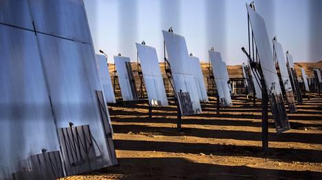 50600 peiliä kääntyy auringon mukana tietokoneen ohjaamina.