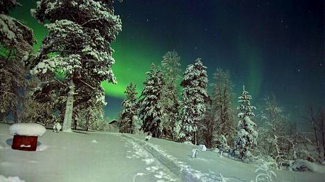 Revontulet leimusivat Kittilän Pokassa keskiviikkona 27.1.1999. Päivää myöhemmin samassa paikassa mitattiin Suomen kaikkien aikojen kovin pakkaslukema -51,5 astetta.
