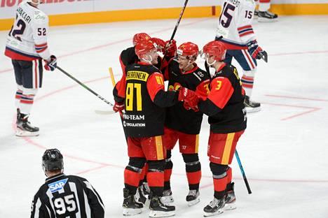 Jokerit kaatoi KHL-kauden ensimmäisessä kotiottelussaan Neftehimik Nižnekamskin 6–0.