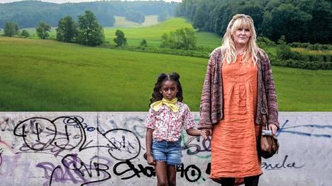 Sosiaalityöntekijä Miriam (Sarah Lancashire) saa hoidettavakseen nuoren Kiri-tytön (Felicia Mukasa) tapauksen.