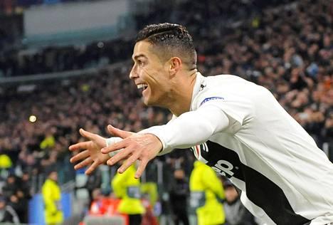 Cristiano Ronaldo tuuletti syöttämäänsä Juventuksen maalia tiistai-iltana.