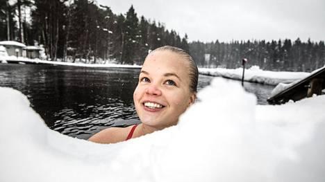 Elina Mäkinen kilpailee kilometrin matkalla kuukauden päästä järjestettävissä jääuinnin MM-kilpailuissa Venäjän Murmanskissa.