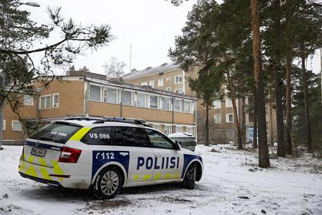 The police patrol supervised the quarantined Retrodorm dormitory outside Turku.