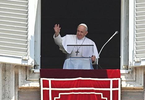 Paavi Franciscus oli yksi päätöstä kritisoineista. Hänen lisäkseen myös ortodoksisen kirkon ekumeeninen patriarkka Bartolomeos toivoi Hagia Sofian pysyvän museona.
