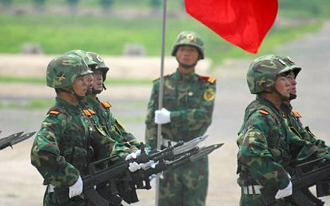 Kiinan armeija harjoitteli Tianjinissä.