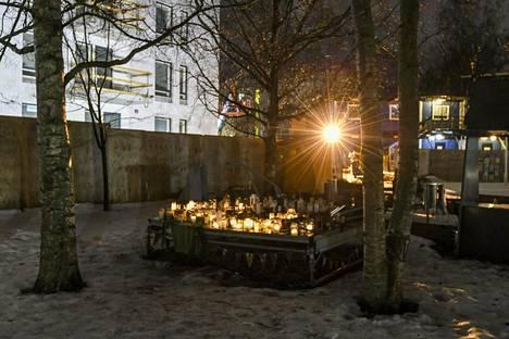 16-vuotias poika kuoli henkirikoksen uhrina Koskelassa viime joulukuussa. Syyttäjä hakee kolmelle vuonna 2004 syntyneelle pojalle vankeusrangaistuksia murhasta.