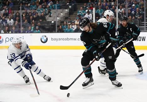 Puolustaja Erik Karlsson on tehnyt vasta yhden maalin tällä kaudella. Kuva marraskuun Toronto-ottelusta.