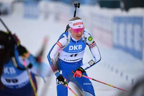 Kaisa Mäkäräinen joutui pettymään takaa-ajokisassa Östersundin MM-kisoissa.