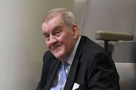 Eduskunnan entinen pääsihteeri Seppo Tiitinen tunnetaan perustuslain syvällisenä osaajana.