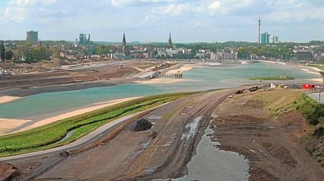 Dokumentti seuraa, miten Saksan Dortmundissa rakennettiin entiselle teollisuusalueelle tekojärvi ja kovan rahan asuntoja.