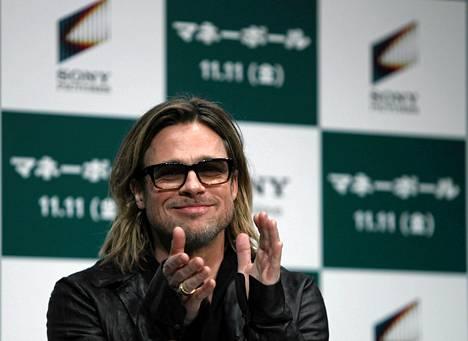 Näyttelijä Brad Pitt osallistui hänen uutta Moneyball-filmiään mainostaneeseen tilaisuuteen Tokiossa.
