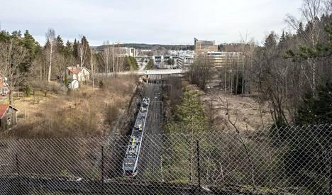 Espoon keskus on tulevaisuudessa raideliikenteen keskus, kun lähijunaliikenne Kauklahteen saa lisäraiteet ja pohjoiseen erkanee raideyhteys kohti Turkua.