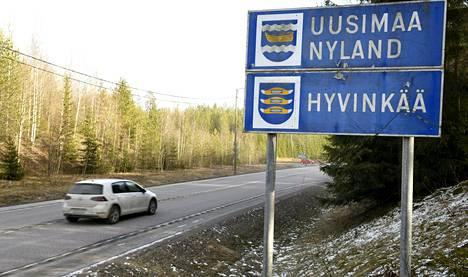 Kanta-Hämeen ja Uudenmaan välinen raja Riihimäellä sunnuntaina.