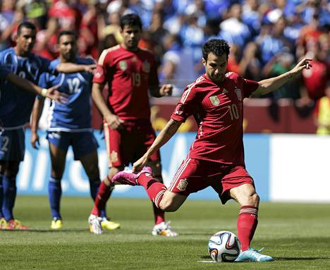 Espanjan maajoukkueen vakiokalustoon kuuluva Cesc Fàbregas pelaa ensi kaudella Chelseassä.