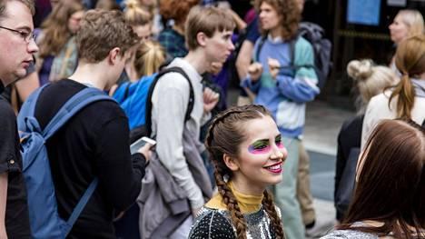 Yleisen historian opiskelija Jenni Räikkönen näytteli Helsingin yliopiston avajaiskarnevaalissa. Räikkösen mukaan leikkausten takia vapaaehtoisten tutoreiden rooli opinnoissa kasvaa.