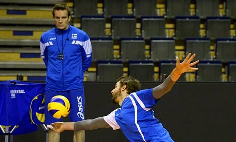 Olli-Pekka Ojansivu on yksi päävalmentaja Tuomas Sammelvuon avainpelaajista.