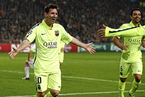 Lionel Messi juhlii maaliaan, kun FC Barcelona haki voiton Ajaxista Amsterdamissa.