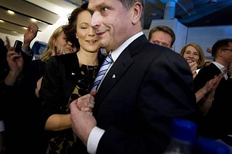Niinistön vaalivalvojaiset Finlandia-talossa 5. helmikuuta 2012. Ennakkoäänet oli juuri julkaistu.