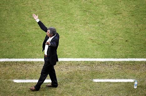 Kreikkaa valmentanut portugalilainen Fernando Santos kritisoi pelaajiaan Costa Rica -tappion jälkeen.