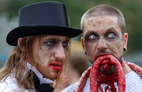 Ranskan Strasbourgissa zombikävelyyn osallistuneet poseerasivat kuvaajalle 13. syyskuuta. Lillen kaupungin johto kielsi tapahtuman järjestämisen imagosyistä.