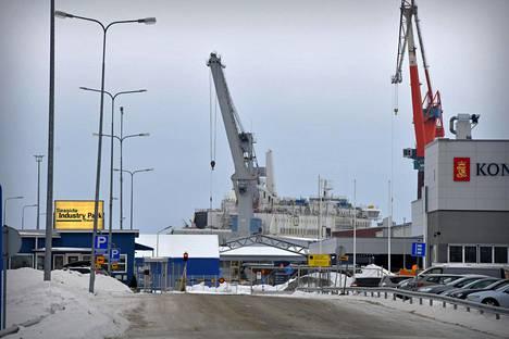 Teollisuuspuisto Seaside Industry Park, jossa sijaitsee muun muassa telakkayhtiö Rauma Marine Constructions, kuvattuna helmikuussa 2021.