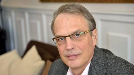 Kuntien takauskeskuksen toimitusjohtaja Heikki Niemeläinen kysyy, kenellä on oikeus käyttää Mänttä-Vilppulan tallettamaa 10 miljoonaa euroa.