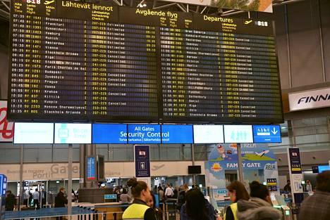 Useita lentoja oli peruttu Helsinki-Vantaan lentokentällä Finnairia koskevan IAU:n tukilakkon johdosta maanantaina.