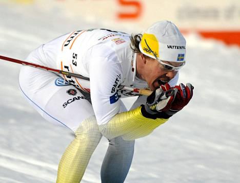 Mathias Fredriksson ihmettelee Suomen hiihtoa.