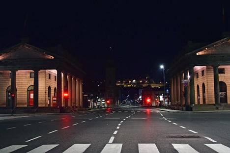 Bergamon kaupungin keskustassa Pohjois-Italiassa oli maanantai-iltana autiota.