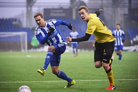 Akseli Pelvas on aloittanut Suomen cupin tehokkaasti. Kuva 28. tammikuuta pelatusta Honka-ottelusta, jossa taisteluparina Robert Ivanov.