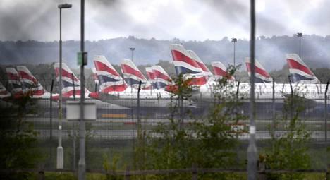 British Airwaysin koneita Lontoon Gatwickin lentokentän laitamilla vapunpäivänä.