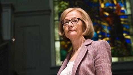 """Danièle Nouyn mukaan Suomen pankit ovat hyvässä kunnossa. """"Ja varmistamme, että ne myös pysyvät sellaisina."""" Nouy tapasi Suomessa pankkiviranomaisia ja pankkien edustajia."""