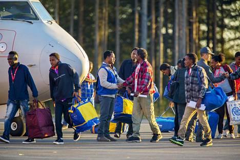 Eritrealaisia turvapaikanhakijoita saapui lokakuussa Luulajan lentokentälle Italiasta osana EU:n sisäistä taakanjakomekanismia. Nyt Ruotsi pyytää itse apua samalta järjestelmältä.