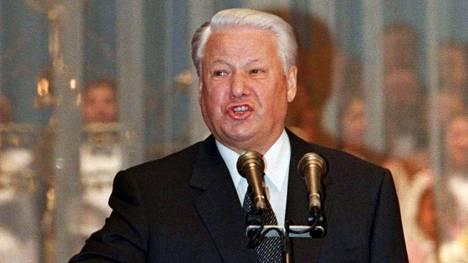 Presidentti Boris Jeltsin vannoi virkavalaa Kremlissä Moskovassa elokuussa 1996.
