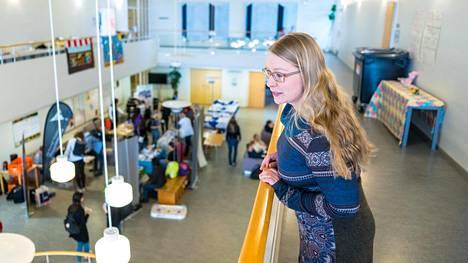 Savonlinna remontoi tyhjenevästä opettajankoulutuslaitoksesta alakoulun, johon nykyisen Normaalikoulun oppilaat siirtyvät. Ylioppilaskunnan pääsihteeri Anna-Kristiina Mikkonen on myös Savonlinnan kaupunginvaltuuston puheenjohtaja.