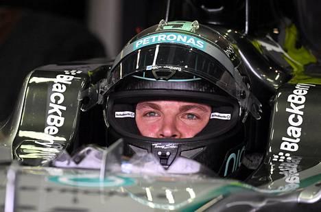 Kovimman ajan harjoituksissa kellottanut Nico Rosberg on huolissaan vastustajiensa vauhdista.