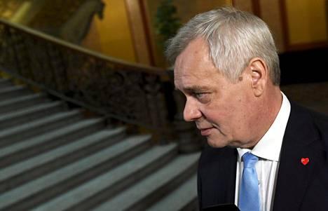 Hallitusneuvottelujen vetäjä, Sdp:n puheenjohtaja Antti Rinne tapasi mediaa ennen hallitusneuvotteluja Säätytalolla perjantaiaamuna.