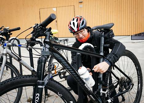 Lassi Katajarinne cycled from Espoo to Helsinki to avoid cramped public transport.  The coronavirus situation has also made him think about how to spend Christmas safely.